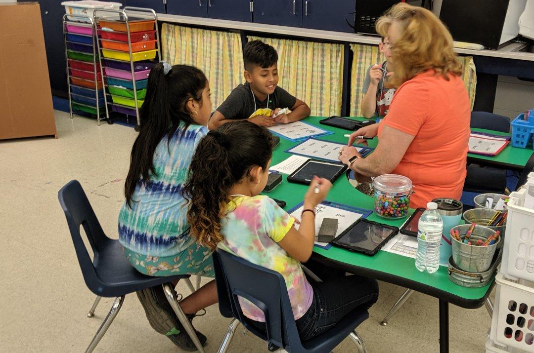 Teresa Carter teaches Hill Center reading session